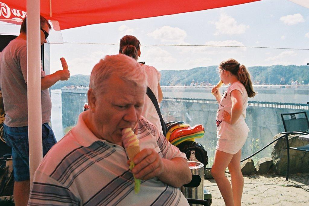 fotografia-analogowa-reportaz-zalew-solinski-plaza-plazowicze-Praktica-Fuji-film-C200-Superia-087.jpg